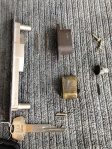 引き戸折れ鍵
