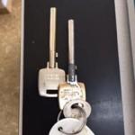 最近たまに見る電磁石錠、、ではないですが(笑)