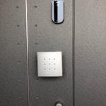 玄関の鍵をテンキー電子錠に取り替えたい時は