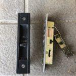 【鳥栖 玄関の鍵が閉まらなくなった】 錠前自体が崩れていたので、取り替え